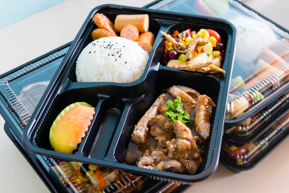 Bento box with compartments for delivery